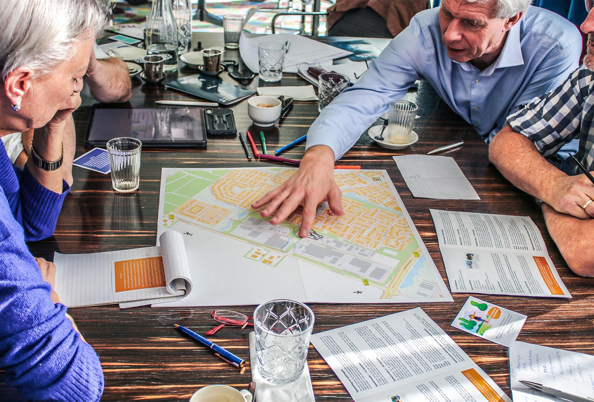 Foto tijdens het spelen van participatiespel het Wijkdecor
